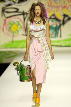 Vivienne Westwood Spring 2007 Ready-to-Wear Fashion Show - Kamila W.