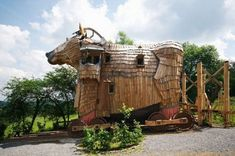 The 'Cheval de Troie' (Trojan Horse) suite at the magical La Balade Des Gnomes (Legend of Trolls) hotel in Belgium Unusual Buildings, Interesting Buildings, Hotel Europa, Stay In A Treehouse, Fairytale Room, Hotel Berlin, Unusual Hotels, Amazing Hotels, Amazing Places