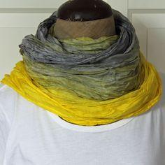 Šedožlutá hedvábná šála Hedvábná vrapovaná šála o rozměrech 180 x 90 cm barvená reaktivními barvami, a to šedostříbrnou a jasně žlutou. Díky použití reaktivních barev, které pronikají do vlákna a neulpívají pouze na povrchu, zůstává hedvábí lesklé a hebké. Šála dostatečně velká na bohaté omotání kolem krku, nebo ji můžete nosit přes ramena, nebo ... Fashion, Moda, Fashion Styles, Fashion Illustrations