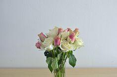 Jak układać kwiaty? Bukiet ułożony w naczyniu