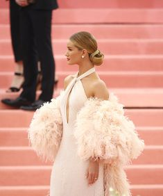 Rosie Huntington-Whiteley Photos - Rosie Huntington-Whiteley attends The 2019 Met Gala Celebrating Camp: Notes on Fashion at Metropolitan Museum of Art on May 2019 in New York City. - The 2019 Met Gala Celebrating Camp: Notes On Fashion - Arrivals Gala Dresses, Red Carpet Dresses, Cute Dresses, Formal Dresses, Metropolitan Museum, Celebrity Dresses, Celebrity Style, Met Gala Outfits, New York City