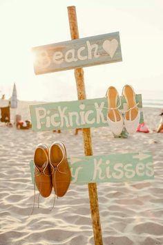 ubicacion o letreros guias para ceremonia o fiesta de boda en la playa