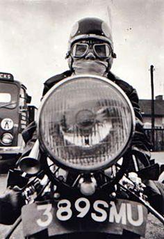 Rocker on his bike . Vintage Cafe, Vintage Bikes, Vintage Motorcycles, Custom Motorcycles, Cafe Racers, Cafe Bike, Cafe Style, Classic Bikes, Royal Enfield