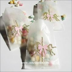 Our handmade gold glitter carousel horse candy bags are simply sweet with their pink bow saddle! Fill with candy, confetti or baked goods to thank your party guests with a touch of vintage inspired sp Carousel Birthday Parties, Carousel Party, Unicorn Birthday Parties, Unicorn Party, Carousel Cupcakes, Carnival Baby Showers, Horse Party, Baby Girl First Birthday, Pony Party