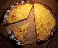Transylvanian Rahm-Hanklich - Hanklich-a-yeast-dough-cake-from-Siebenbuergen-in-small-baking pan - Greek Desserts, Greek Recipes, Meat Recipes, Jello Shot Recipes, Cake Recipes, Vegan Breakfast Recipes, Brunch Recipes, Clean Eating Soup, Budget Freezer Meals