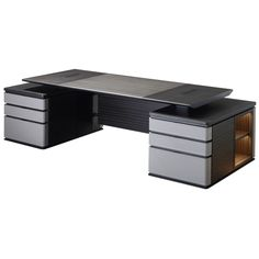 Au Bout de la Nuit is a wooden writing desk with base and details in bronze from the Promemoria's catalogue, that has been designed by Davide Sozzi in 2016 Home Office Furniture Desk, Office Table, Table Furniture, Office Counter Design, Modern Office Design, Modern Interior, Home Interior Design, Modern Executive Desk, Reception Table Design