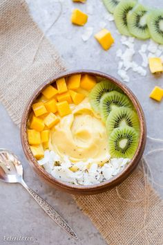 This Mango Pineapple Smoothie Bowl brings the tropics to your breakfast bowl! Customize the toppings on this ultra refreshing & healthy smoothie bowl for your ideal breakfast or snack. # Food and Drink health Mango Pineapple Smoothie Bowl Breakfast Smoothies, Breakfast Bowls, Healthy Smoothies, Smoothie Recipes, Breakfast Recipes, Dinner Recipes, Breakfast Healthy, Brunch Recipes, Healthy Foods To Eat