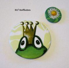 SET Stoffbutton Frosch und Blume  von Kreawusel-Schmuck  auf DaWanda.com