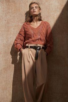 Brunello Cucinelli Spring 2020 Ready-to-Wear Fashion Show - Vogue Fashion Weeks, Fashion 2020, Fashion Outfits, Fashion Trends, Fashion Details, Spring Fashion, Winter Fashion, Knit Fashion, Womens Fashion