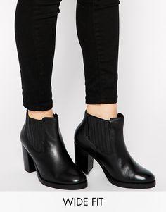 €82, Botines de Cuero Negros de Asos. De Asos. Detalles: https://lookastic.com/women/shop_items/287799/redirect