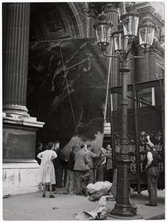 """Unidentified Photographer, Evacuation of the Louvre Art Treasury – The """"Raft of the Medusa"""" of Gericault evacuated from the Louvre in a truck that usually carries stage scenery, 1939"""