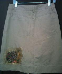 Tommy Hilfiger Skirt with turkey design on back. Size 8