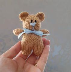 Baby Knitting Patterns, Knitting Bear, Teddy Bear Patterns Free, Teddy Bear Knitting Pattern, Knitted Doll Patterns, Knitted Teddy Bear, Christmas Knitting Patterns, Crochet Bear, Double Knitting