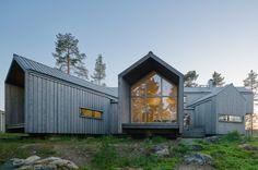 Villa Sunnanö, maison en bord de lac par Murman Arkitekter - Journal du Design