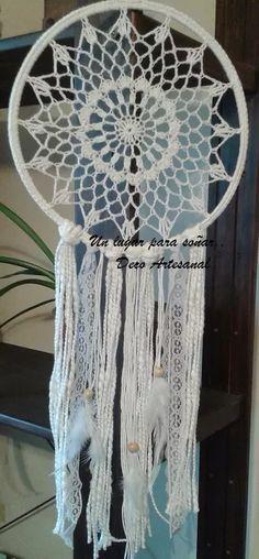 atrapasueños. mandalas crochet. 25 cm Lace Dream Catchers, Dream Catcher Craft, Crochet Tablecloth, Crochet Doilies, Mandala Crochet, Doily Patterns, Crochet Patterns, Crochet Rings, Wreath Crafts