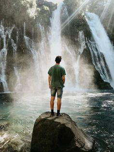 man standing on black rock surrounded body of water photo – Free Nature Image on Unsplash Photography Poses For Men, Autumn Photography, Creative Photography, Landscape Photography, Travel Photography, Waterfalls Photography, Nature Images, Nature Photos, Water Shoot
