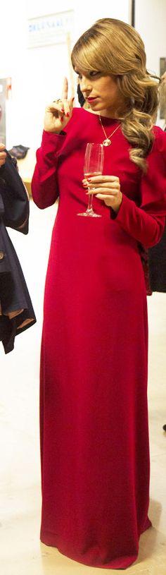 Premios 20 aniversario Teledonosti. Laura Chamorro con vestido largo rojo de Manuela va de fiesta