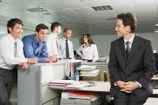L#39;assistant marketing possède une fonction intermédiaire, il assiste les personnels du service marketing (à savoir les chargés d#39;études, les chefs de produit ou encore le directeur marketing) dans le traitement des tâches commerciales et administratives. Il participe ainsi au développement d#39;un produit ou d#39;un service, de l#39;étape de la conception jusqu#39;à la mise à disposition sur le marché. La profession s#39;exerce en collaboration avec les services de la production,...