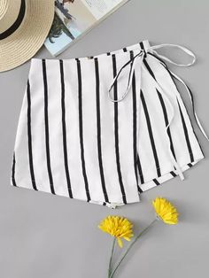 Casual Striped Regular Zipper Fly Mid Waist Black and White Striped Knot Side Shorts Short Outfits, Summer Outfits, Casual Outfits, Girl Outfits, Cute Outfits, Fashion Outfits, Men Casual, Diy Clothes, Clothes For Women