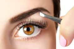 """For Great Looking Eyebrows, Use These Tweezers! So, you want your eyebrows to be """"on fleek"""" but you're not sure what type of tweezers to use to achieve that per Plucking Eyebrows, Tweezing Eyebrows, Thick Eyebrows, Threading Eyebrows, Microblading Eyebrows, Perfect Eyebrows, Eyebrows Grow, Eyebrow Makeup Products, Makeup Tips"""