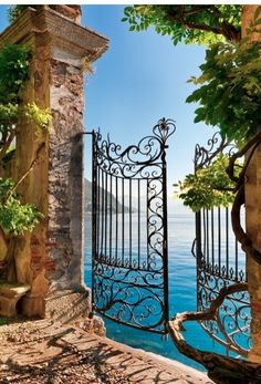 Gate entry onto Lake Como, Italy | See more Amazing Snapz