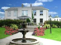 Castle Oaks House Hotel - Limerick Houses In Ireland, Ireland Hotels, Park Hotel, Hotel Spa, Oaks House, Stair Gate, Hotel Reception, Beautiful Forest, Hotel Offers