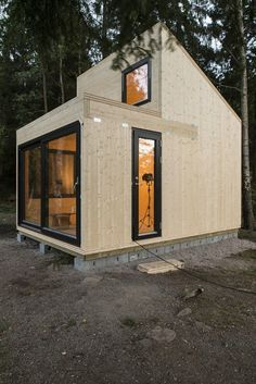 40 Beautiful Architecture Modern Small House Design Ideas - Page 21 of 48 Tiny House Living, My House, Timber Cabin, Casas Containers, Tiny House Design, Cabins In The Woods, Little Houses, Tiny Houses, Architecture Design