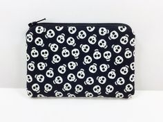 Hey, I found this really awesome Etsy listing at https://www.etsy.com/listing/214958743/skulls-coin-purse-little-zipper-pouch