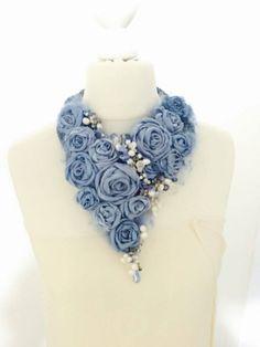 New flowers fabric necklace ideas Bib Necklaces, Handmade Necklaces, Handmade Jewelry, Handmade Headbands, Handmade Rugs, Handmade Gifts, Textile Jewelry, Fabric Jewelry, Denim Flowers