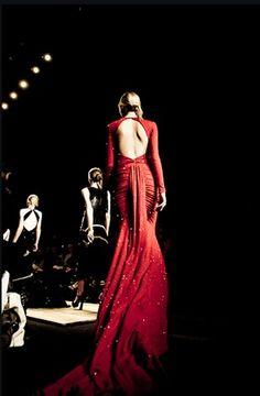 ee18f96a5b22 ~backless Red Fashion, High Fashion, Runway Fashion, Fashion Show, Backless  Gown