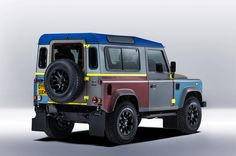 This is a collaboration between two of Britain´s most iconic design brands, fashion Designer Paul Smith and car manufacturer Land Rover. The bespoke Land Rover Defender features 27 different exter Landrover Defender, Defender 90, New Land Rover Defender, Paul Smith, Land Rovers, Magazine Inked, Car Magazine, Automobile, Palette