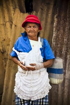 Nicaraguan woman.  Humanitarian photography by Alicia Fox.  www.AliciaFoxPhotography.com