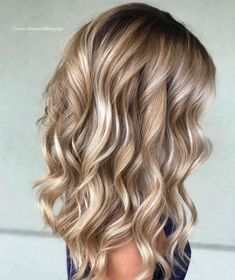 Hair waves hairstyles look wonderful and can work for any hair type. Check out o… Hair waves hairstyles look wonderful and can work for any hair type. Check out our best ideas how to make your hair wavy and natural… Continue Reading → Bronde Balayage, Bayalage, Bronde Hair, Baylage Blonde, Brown Blonde Hair, Blonde Curls, Highlights For Blonde Hair, Curled Blonde Hair, Blonde Honey
