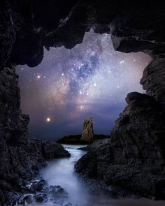 Cathedral rock and the milky way from a cave near sydney australia amazing beautiful photography earth 33 out of this world images of the milky way aurora borealis and more mnn mother nature network Beautiful Sky, Beautiful Pictures, Beautiful Scenery, Performance Artistique, Planet Painting, Space Photography, Milky Way Photography, Photography Hacks, Galaxy Wallpaper