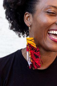 Diy African Jewelry, African Accessories, Diy African Earrings, Diy Earrings Making, Earrings Handmade, Handmade Jewelry, Fabric Earrings, Fabric Beads, Fringe Earrings