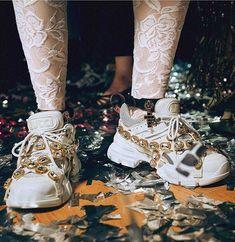 T̢̟̥͙̙̪̠ͥ̈́͒ͮ͒a̯̩̦͙ͯp̛̗̟͔͚ͥ͗̓̔̎ͫi̶̲̪̮͒̄ͫ̀́̚w͕̪̲̪̣͒̈̎ͥͅả̠͉̂͒̈̎ͬ͝ ̞͙̫ͬ̈́ͤ͐ͥM̷͈̦̄̈͌̔ͮ͛̎ả̦̙͍͓̠̞̪̑̂̔z̧̝̫͂̈́i͚ͪ̆b͉̂ͮ̒ͤ̓̊͝u̯̮̫̖ͧ̓̈́ͨ͡k̤͈̼̘͉̊̍̈́̄̃o͍̒͐͛ ͖̣̘̙͔͛ Gucci Sneakers, Gucci Shoes, Sneakers Fashion, Fashion Shoes, Art Hoe, Style Deco, Shoe Game, Holiday Gifts, Baskets