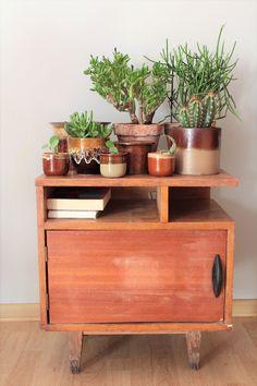 Stare meble i używane doniczki. Old furniture and vintage planters. #wabisabi #vintage #doniczki #rośliny #plants