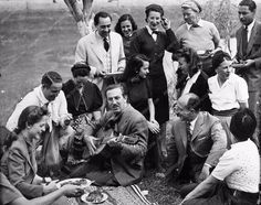 very rare candid photo Walt Disney playing guitar at picnic group 502-11