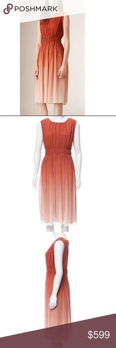 Gorgeous ombré dress Brick and multicolor Burberry silk dress with scoop neck, ruched throughout, cu Plus Fashion, Fashion Tips, Fashion Design, Fashion Trends, Burberry Dress, Burberry Women, Hermes Birkin, Silk Dress, Prada