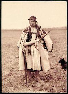 Ipolykeszi; Hont megye. Magyar kanász | Képeslapok | Hungaricana European Costumes, Folk Clothing, Hungarian Embroidery, Good Old Times, Family Roots, Folk Dance, Folk Music, Folk Costume, My Heritage