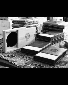 "1,332 Suka, 1 Komentar - Handmade Album & Custom Box (@kasmaran.id) di Instagram: "". . . #love #alhamdulillaah #weddingalbum #weddingbox #weddingindonesia #preweddingindonesia…"""