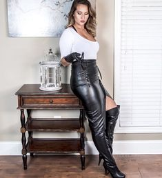 26 ideas for fitness outfits women clothing pencil skirts Black Leather Gloves, Black Leather Skirts, Leather Dresses, Leder Outfits, Skirts With Boots, Womens Workout Outfits, Fitness Outfits, Sexy Boots, Leather Fashion
