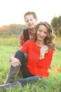 Mother and Son Photography Ideas Mother Son Poses, Mother Son Pictures, Mother Daughter Photos, Mom Pictures, Brother Poses, Mother Son Photography, Children Photography, Family Photography, Photography Ideas