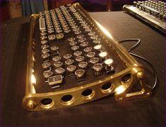 Steampunk toetsenbord met toetsen van een remmington schrijfmachine.