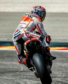 Record breaking pole for Marquez. Looks like he is all charged up and ready for battle Aragon. Motorcycle Racers, Motorcycle News, Racing Motorcycles, Marc Marquez, Ducati, Spanish Grand Prix, Biker, Motosport, Sport Bikes