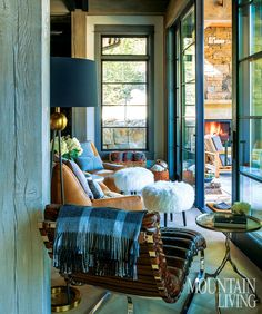 With a fresh Western aesthetic, a mountainside family retreat is warm, welcoming and—given its grand scale—surprisingly cozy.