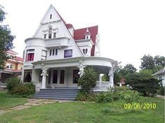 Unique 3 story home with 5 bedroom and a number of curved glass windows. This Old House, My House, Victorian Photos, Victorian Houses, Marshalltown Iowa, Historic Homes For Sale, Second Empire, Grand Homes, Old House Dreams