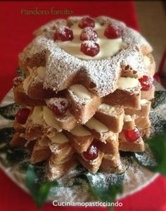 Pandoro farcito Christmas Baking Gifts, Christmas Recipes, Pizza, Holiday Treats, Biscotti, Baked Goods, Cake Recipes, Buffet, Oatmeal