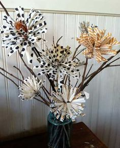 paper flower centrepiece - could be fun for a Christmas one