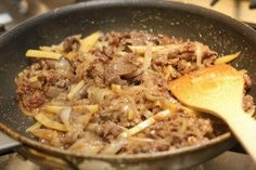 Try the easy Japanese beef donburi recipe with Shiso Garlic Soy Sauce, great one dish meal idea!